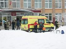 Скорая помощь на месте резни в пермской школе