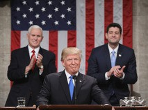 """Дональд Трамп выступил перед конгрессменами с посланием """"О положении страны"""""""