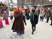 Москва широко отмечает Масленицу