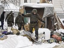 Рейд полицейских по палатчному городку у стен Верховной Рады