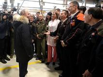 В Нижнем Тагиле Владимир Путин осмотрел цеха Уралвагонзавода и побеседовал с рабочими предприятия