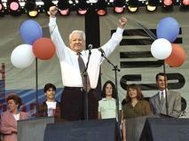 Борис Ельцин выступает на митинге-концерте