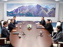 Президент Южной Кореи Мун Чжэ Ин и глава КНДР Ким Чен Ын во время переговоров