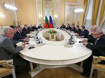 Председатель правительства Дмитрий Медведев и президент Болгарии Румен Радев во время встречи