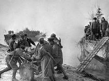 Советский десант переправляется через Дунай