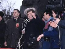 Виктор Анпилов во время митинга
