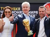 Посол ЧМ по футболу 2018 года Ляйсан Утяшева, мэр Москвы Сергей Собянин и немецкий футболист Лотар Маттеус