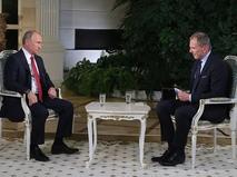 Владимир Путин во время интервью журналисту австрийской телерадиокомпании ORF
