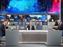 """Владимир Путин отвечает на вопросы россиян во время """"Прямой линии"""""""