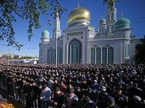 Празднование Ураза-байрам у Соборной мечети в Москве