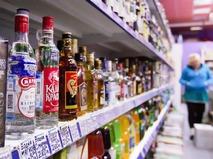 Алкоголь на прилавке в магазине