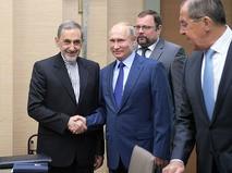 Старший советник верховного руководителя Исламской Республики Иран по международным вопросам Али Акбар Велаяти и президент России Владимир Путин