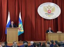 Владимир Путин выступает на совещании послов и постоянных представителей России