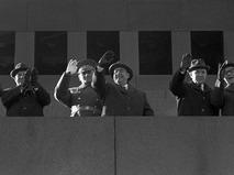 Генеральный секретарь ЦК КПСС Леонид Ильич Брежнев на трибуне Мавзолея