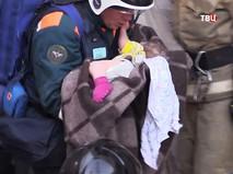 Спасатели извлекли живого ребенка из-под обломков дома в Магнитогорске