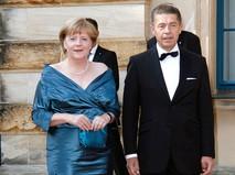 """Обложка. """"Декольте Ангелы Меркель"""""""