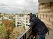 Мужчина на балконе