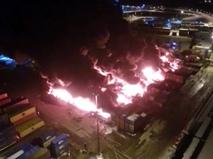 Пожар в ангаре с химикатами в Петербурге