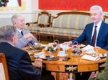 Сергей Собянин поздравил с юбилеем ветеранов Владимира Долгих и Ивана Слухая