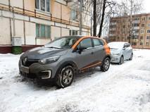 Автомобиль каршеринга, припаркованный во дворе