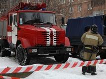 Автомобиль пожарной службы во дворе дома