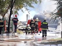 Пожарные на месте взрыва на АЗС