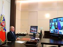 Владимир Путин проводит оперативное совещание