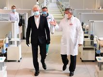 Сергей Собянин посетил временный госпиталь COVID-19 в Сокольниках