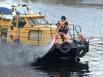 Ликвидацию масляного пятна на Москве-реке