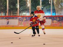 Владимир Путин сыграл в хоккей с мальчиком Димой