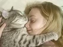 Спасённый кот и хозяйка