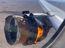 Горящий двигатель самолета