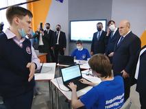 Михаил Мишустин посетил школу