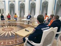 Владимир Путин на встрече с волонтерами