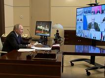 Владимир Путин на совещании по ситуации в экономике и стимулированию инвестиционной активности