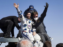 Встреча членов МКС после приземления