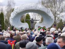 Возложение цветов к мемориалу погибшим в результате катастрофы на Чернобыльской АЭС
