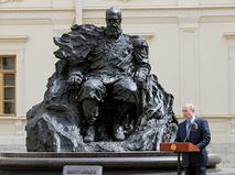 Владимир Путин на церемонии открытия памятника императору Александру III в Гатчине