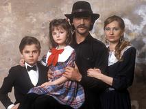 Михаил Боярский с супругой Ларисой Луппиан и детьми Сергеем и Елизаветой