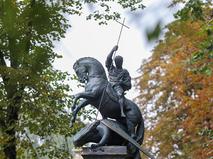 Открытие памятника на могиле бывшего мэра Москвы Юрия Лужкова