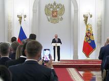 Владимир Путин во время встречи с депутатами Госдумы
