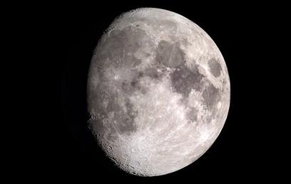 Загадочный лунный объект обнаружили на фото NASA