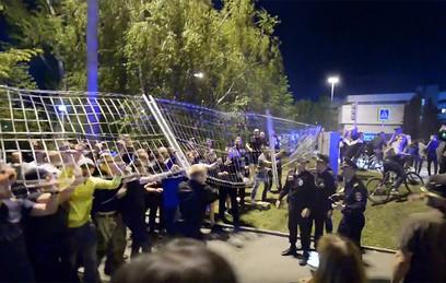 В Екатеринбурге начались стычки на акции против строительства храма