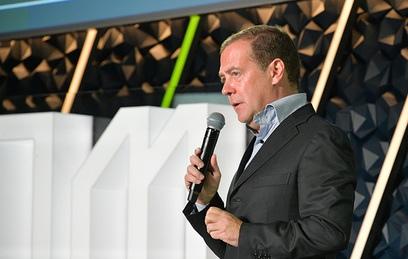 Медведев предложил молодому губернатору сменить работу
