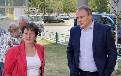 Светлана Разворотнева  и Петр Толстой встретились с жителями Москворечья-Сабурова