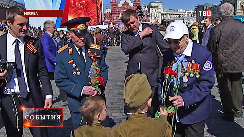Дети поздравляют ветеранов с Днём Победы