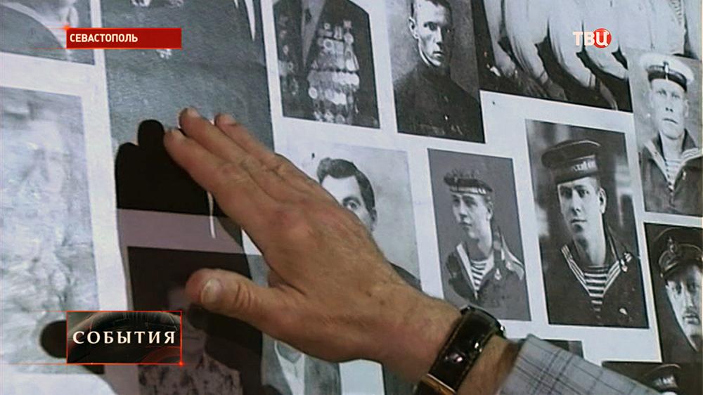 Фотографии погибших моряков в музее в Севастополе