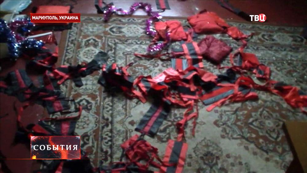 """Брошенные национальной гвардией Украины повязки """"Правого сектора"""""""