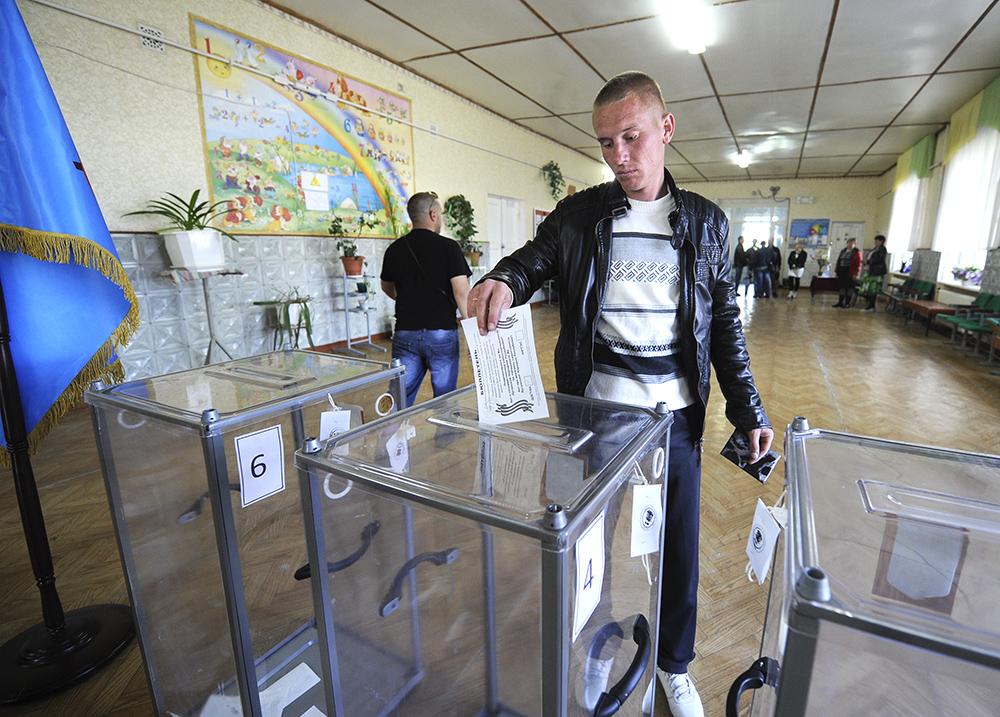 На юго-востоке Украины проходит референдум