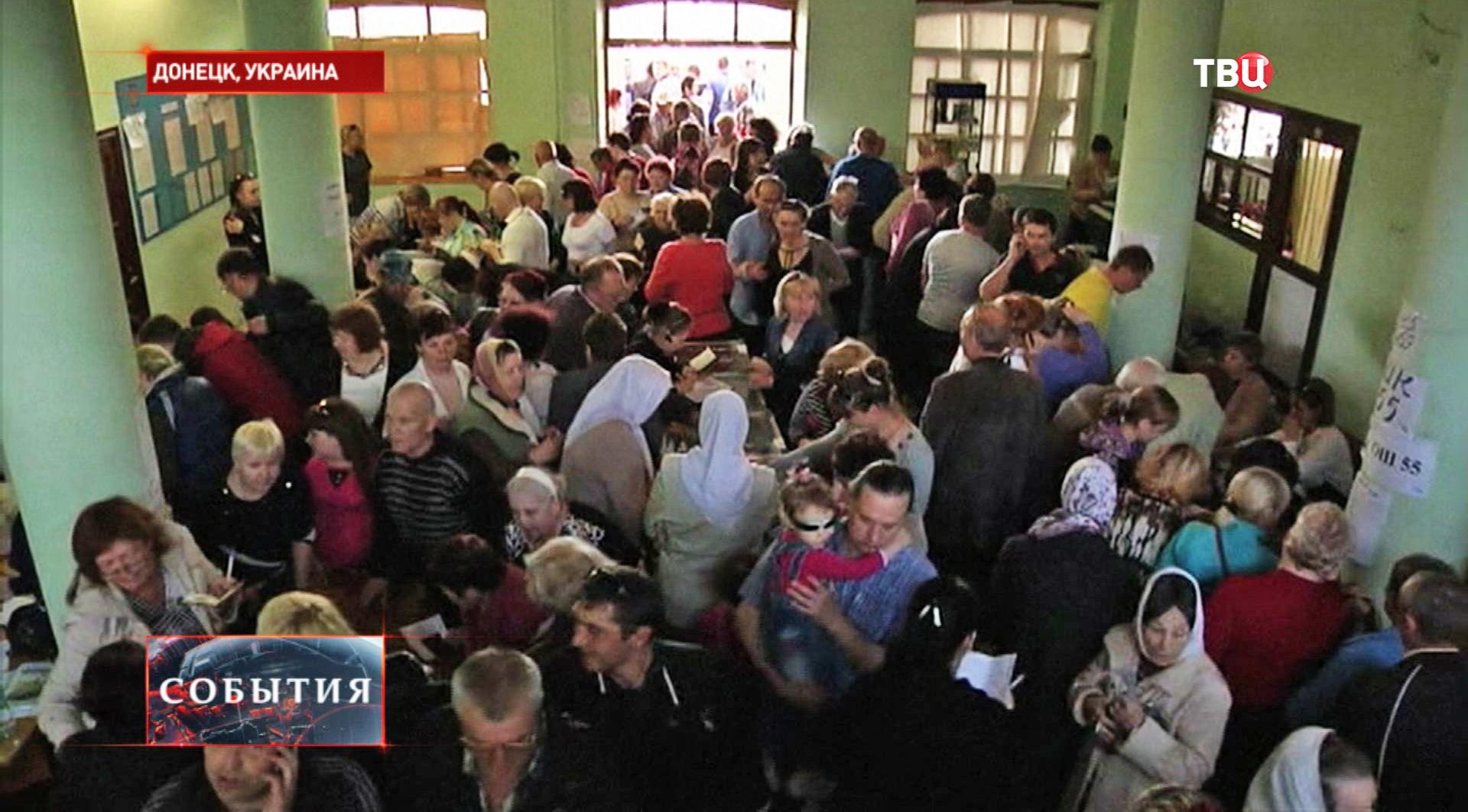 Во время референдума на одном из избирательных участков Донецка
